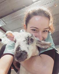Assistent Nona met Shaun het schaap
